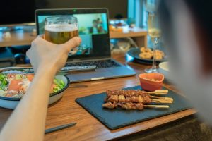 オンライン飲み会をより楽しく盛り上げる方法